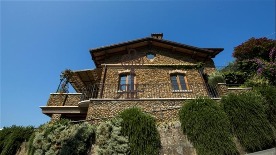 Vendita villa in collina c213 montignoso for Ville in collina