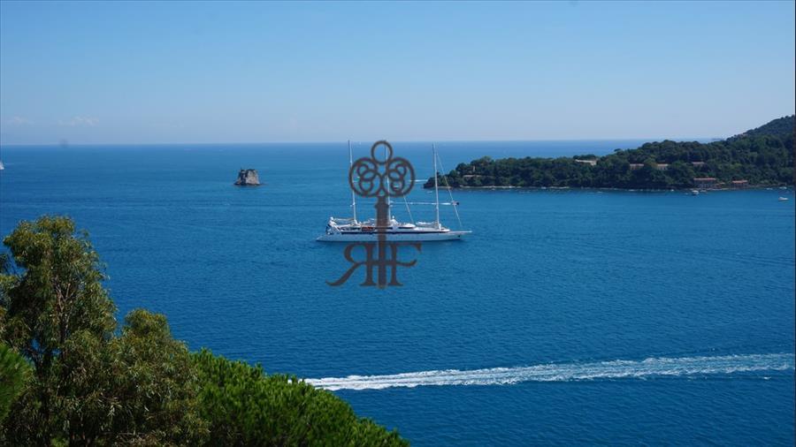 Vendita albergo pv248 portovenere for Architetto italiano famoso