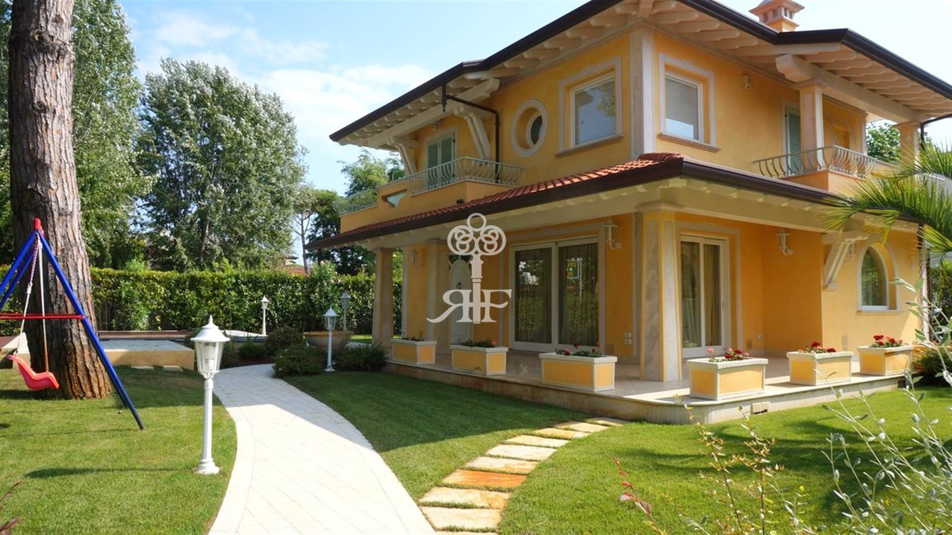 FOR SALE Villa with pool  Marina di Pietrasanta