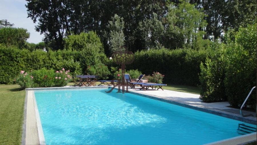 Affitto Villa Con Piscina Rp099 Ronchi Poveromo